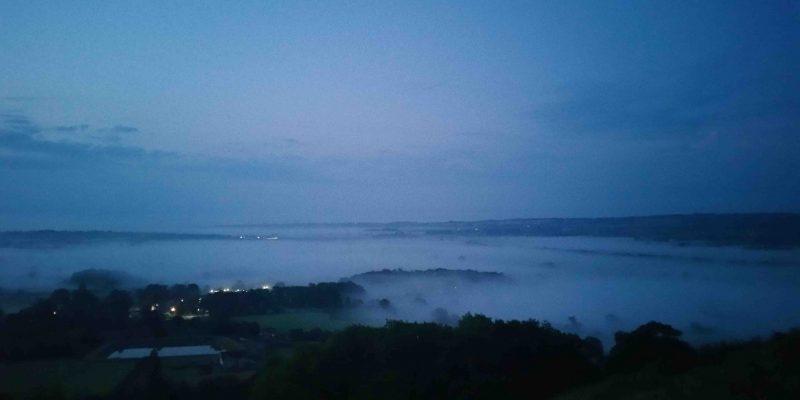 Lichtgidsen Glastonbury Tor mist Avalon