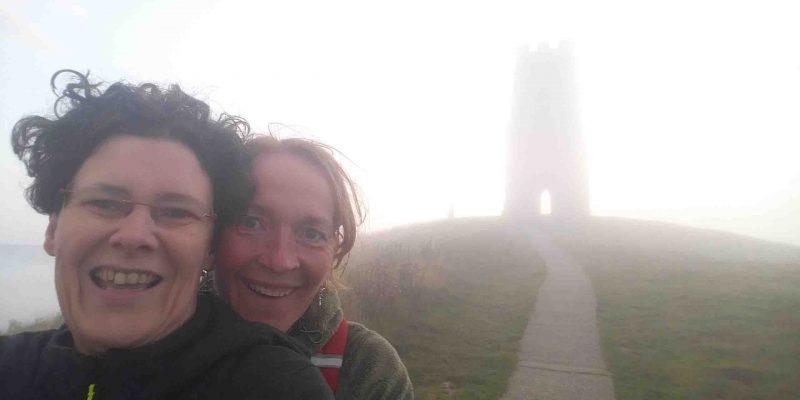 Lichtgidsen Karin en Elles Glastonbury Tor