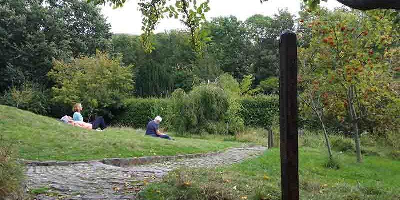 Lichtgidsen Glastonbury Chalice Well Meadow
