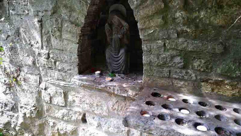 Lichtgidsen Glastonbury Chalice Well Kaarsje branden